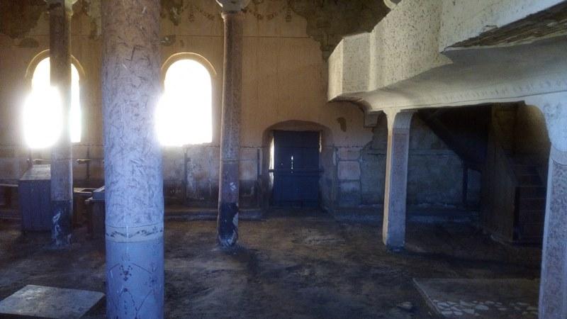 Доброволци почистиха храма, както и мястото около него.